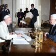 "Papa Francesco abbraccia Abu Mazen: ""Lei sia angelo della pace""02"