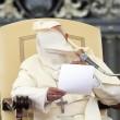 Papa Francesco a piazza San Pietro: il vento fa volare lo zucchetto05