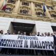 """Matteo Salvini occupa ministero Economia: """"Ladri di pensioni"""