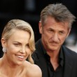 Cannes, Sean Penn e Charlize Theron mano nella mano sul red carpet02