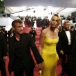 Cannes, Sean Penn e Charlize Theron mano nella mano sul red carpet03