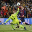 VIDEO YouTube. Messi, gol a cucchiaio in Barcellona-Bayern: Boateng-Neuer a terra 04