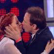 The Voice of Italy, semifinale: 4 in gara, Noemi bacia Roby Facchinetti FOTO 3
