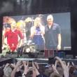Dave Grohl cade, si rompe gamba ma continua concerto (4)