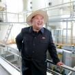 Kim Jong-un, leader Corea del Nord vestito da agricoltore visita fattoria05