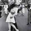 Il bacio del marinaio a Times Square è un falso: ecco il perché