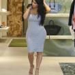 Kim Kardashian incinta, quasi scoppia nel tubino aderente FOTO 4