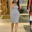 Kim Kardashian incinta, quasi scoppia nel tubino aderente FOTO 5