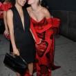Miley Cyrus, outfit esagerato Amfar Gala: peli sotto le ascelle e strascico FOTO 3