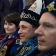 Samantha Cristoforetti festeggia rientro vestita da kazaka02