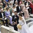 Svezia, il principe Carl Philip sposa la star reality Sofia06