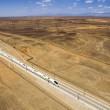 Cina, treno ad alta velocità attraversa il deserto di Gobi FOTO