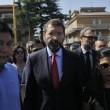 """Roma: funerali Corazon Abordo FOTO Marino contestato: """"Vergogna, vattene"""""""