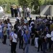 """Roma: funerali Corazon Abordo FOTO Marino contestato: """"Vergogna, vattene""""3"""