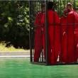 VIDEO YouTube. Isis uccide 5 spie: chiusi in gabbia e annegati in una piscina