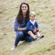 Kate Middleton e il principino George giocano sul campo di polo FOTO 3