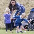 Kate Middleton e il principino George giocano sul campo di polo FOTO