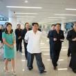 Corea del Nord, Kim Jong-un con la moglie al nuovo aeroporto FOTO 4