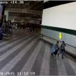 Malpensa, così rubavano al check-in: FOTO SEQUENZA di un furto