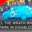 Parcheggia auto su posto disabili: la ritrova tappezzata di...03
