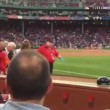 VIDEO YouTube - Brett Lawrie spezza mazza da baseball e colpisce tifosa in testa4