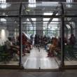 Milano, migranti nei negozi vuoti05