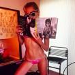 Miley Cyrus, sexy bikini rosa fucsia su Instagram FOTO