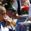 G7: Merkel fa gli onori di casa, Obama beve birra04
