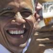 G7: Merkel fa gli onori di casa, Obama beve birra05