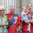 Principe William posa come Carlo: figlioletto George in braccio FOTO 9