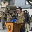 Matteo Renzi, mimetica e jeans durante visita a Herat in Afghanistan04