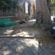 Roma, fanno sesso in pieno giorno a Trastevere, su un marciapiede FOTO 3