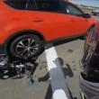 Semaforo è rosso: ingrana retromarcia col suv e travolge motociclista02