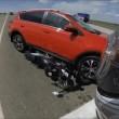 Semaforo è rosso: ingrana retromarcia col suv e travolge motociclista03