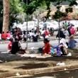 Roma, stazione Tiburtina: profughi dormono in strada tra feci e rifiuti04
