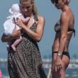 Michelle Hunziker e Tomaso Trussardi a Forte dei Marmi con le figlie 24