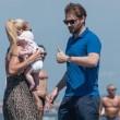 Michelle Hunziker e Tomaso Trussardi a Forte dei Marmi con le figlie 11