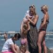 Michelle Hunziker e Tomaso Trussardi a Forte dei Marmi con le figlie 22