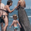 Michelle Hunziker e Tomaso Trussardi a Forte dei Marmi con le figlie 19