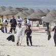 ttAttentato in Tunisia, FOTO turisti morti sulla spiaggia dell'hotel 8