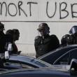 Parigi, tassisti in rivolta contro Uber, uova anche sull'auto di Courtney Love 9