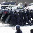 Parigi, tassisti in rivolta contro Uber, uova anche sull'auto di Courtney Love 10