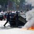 Parigi, tassisti in rivolta contro Uber, uova anche sull'auto di Courtney Love 11