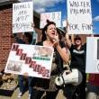 Leone Cecil, raccolte 146mila firme per far estradare dentista. Proteste davanti al suo studio10