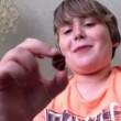 Ragazzino di 9 anni mangia il peperoncino più piccante del mondo e.. (4)
