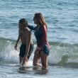 Daniela Santanchè, vacanze al Twiga: partite a racchettoni e bagni in mare