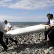 Malaysia Airlines, ala e valigia in Madagascar: sono dell'aereo scomparso? FOTO