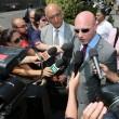 """Massimo Giuseppe Bossetti a processo, fan fuori dal tribunale: """"Liberatelo"""" FOTO 4"""