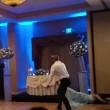 Usa, sposo stende la moglie con un calcio in testa al ricevimento2