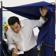 """Tsipras al seggio, folla di giornalisti: """"Democrazia vince su paura07"""